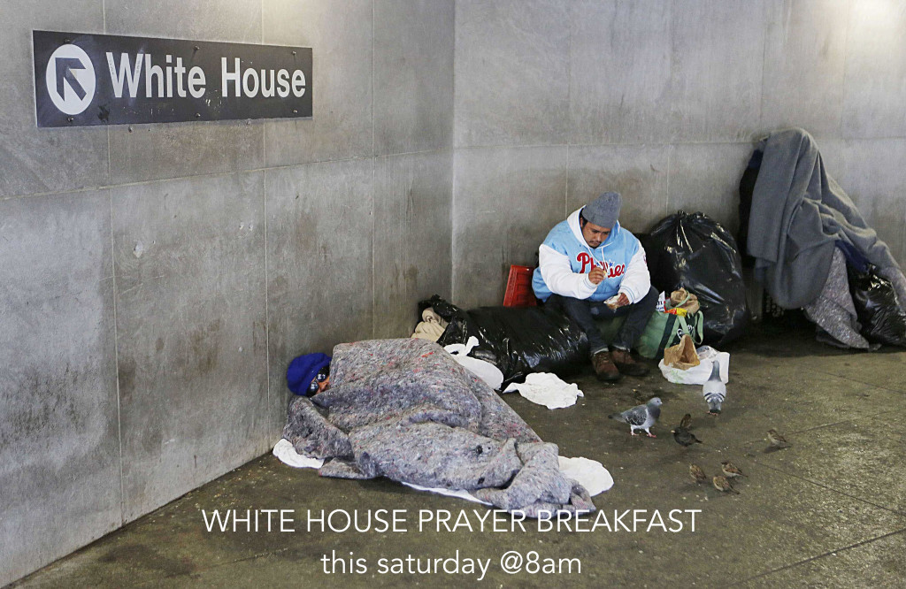 Homeless people bundle up at the McPherson Square Metrorail stop near the White House after the region was pounded with snow overnight around Washington, February 13, 2014. REUTERS/Larry Downing (UNITED STATES - Tags: ENVIRONMENT)